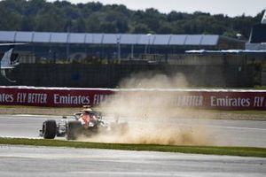 Alex Albon, Red Bull Racing RB16, kicks up dust and sparks