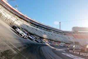Harrison Burton, Joe Gibbs Racing, Toyota Supra líder al inicio