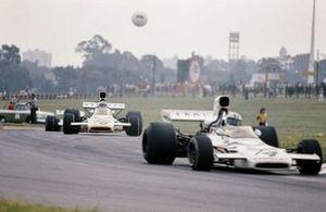 Denny Hulme, McLaren M19C, Peter Revson, McLaren M19C