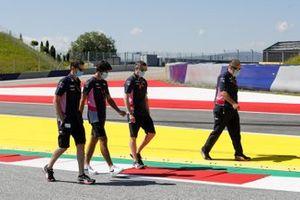 Lance Stroll, Racing Point cammina in pista con il suo team