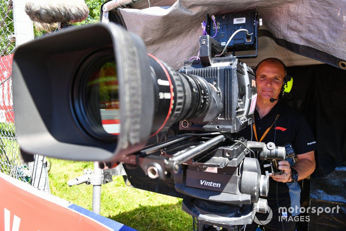 Un camarógrafo de televisión de la FOM