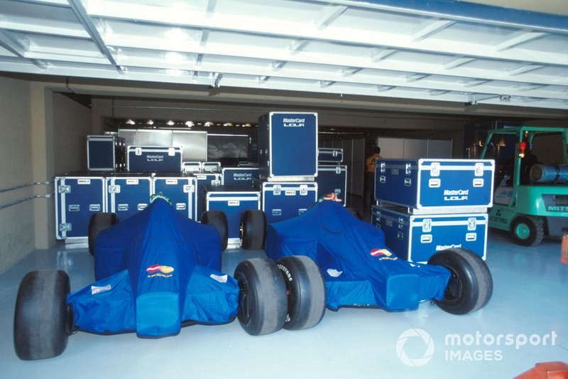 El equipo de Lola Mastercard retiró sus coches de la carrera