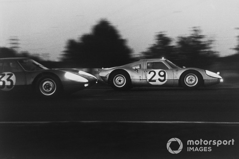 1964 Le Mans 24 Hours - Edgar Barth, Herbert Linge, Porsche 904/8, leads Ben Pon, Henk van Zalinge, Porsche 904 GTS