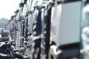 Renntransporter im Fahrerlager