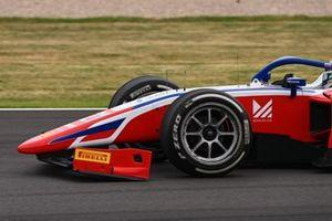 El ala delantera rota de Robert Shwartzman, Prema Racing