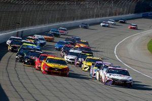 Denny Hamlin, Joe Gibbs Racing, Toyota Camry FedEx Ground, Joey Logano, Team Penske, Ford Mustang Shell Pennzoil