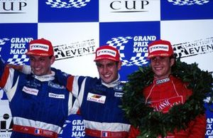 Race Winner Soheil Ayari, Graff Racing, second placed Patrice Gay, Graff Racing, third placed Ernique Bernoldi, Prometecme (right)44th Macau Formula Three Grand Prix, Macau, Hong Kong, 16 November 1997