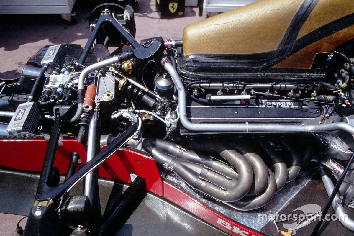 Detalle del motor y la suspensión trasera en un Ferrari F92A