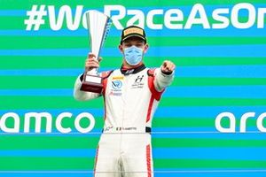 Race Winner Luca Ghiotto, Hitech Grand Prix on the podium