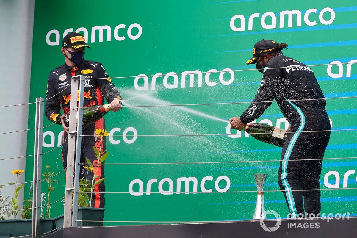Podio: ganador Lewis Hamilton, Mercedes-AMG Petronas F1, segundo lugar Max Verstappen, Red Bull Racing