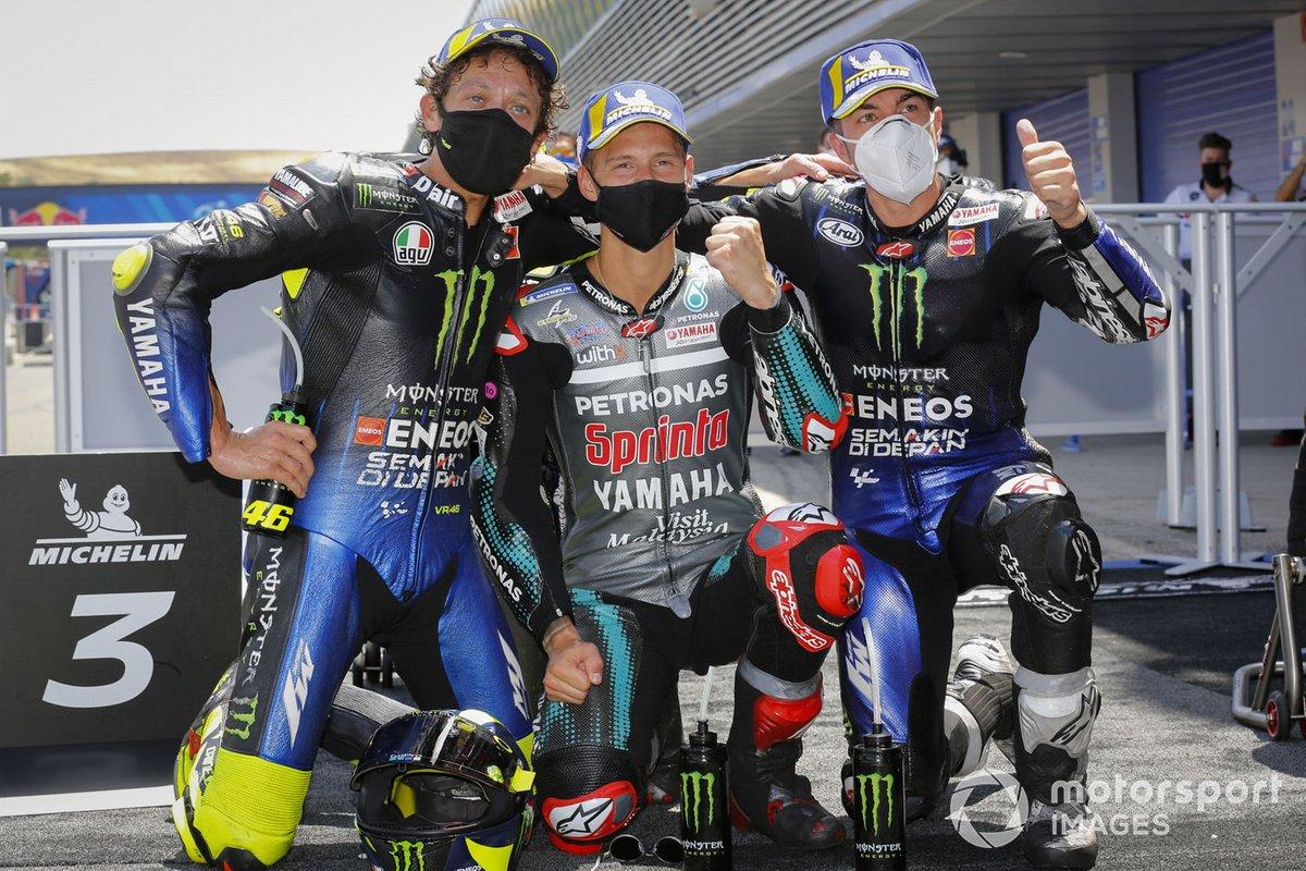 Ganador de la carrera Fabio Quartararo, Petronas Yamaha SRT, segundo lugar Maverick Viñales, Yamaha Factory Racing, tercer lugar Valentino Rossi, Yamaha Factory Racing