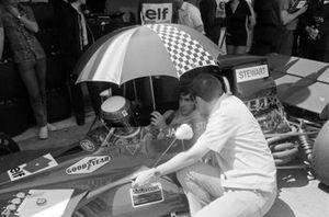 Jackie Stewart, Tyrrell 003 Ford dans la voie des stands