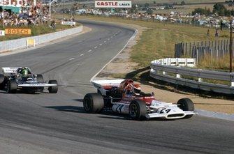 Helmut Marko, BRM P153 leads Henri Pescarolo, March 721 Ford