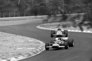 Graham Hill, Lotus 49C Ford, Andrea de Adamich, McLaren M14D Alfa Romeo