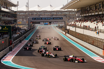 Antonio Fuoco, Charouz Racing System, leads Roberto Merhi, Campos Racing and the rest of the field at the start of the race