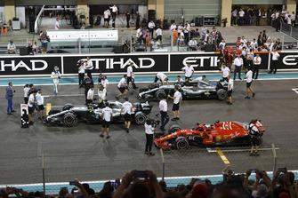 Lewis Hamilton, Mercedes-AMG F1 W09, Sebastian Vettel, Ferrari SF71H and Valtteri Bottas, Mercedes-AMG F1 W09 in Parc Ferme