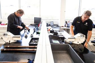 Personnel de Renault F1 au travail