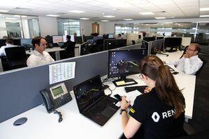 Membres du team Renault au travail