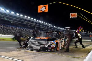Todd Gilliland, Kyle Busch Motorsports, Toyota Tundra JBL/SiriusXM, pit stop