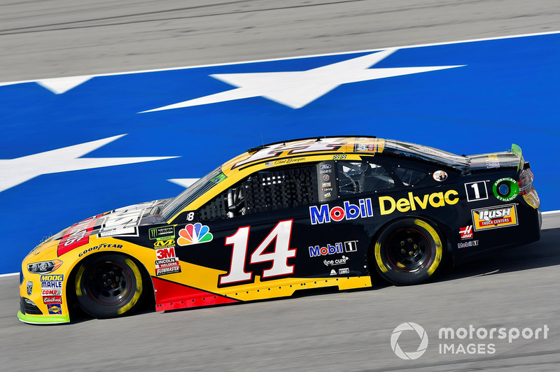 2. Clint Bowyer, Stewart-Haas Racing, Ford Fusion Rush Truck Centers/Mobil Delvac 1