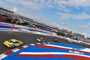 Ryan Blaney, Team Penske, Ford Fusion Menards/Pennzoil, Chase Elliott, Hendrick Motorsports, Chevrolet Camaro SunEnergy1
