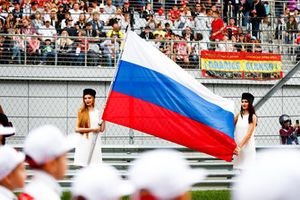 Les grid girls avec le drapeau russe