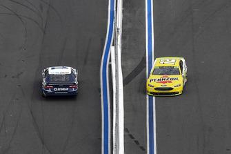 Jamie McMurray, Chip Ganassi Racing, Chevrolet DC Solar, Ryan Blaney, Team Penske, Ford Fusion Menards/Pennzoil