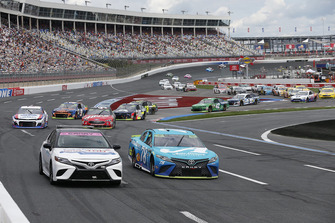 Toyota Camry tempo aracı ve Martin Truex Jr., Furniture Row Racing, Toyota Camry Auto-Owners Insurance