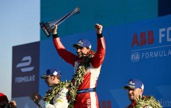 Robin Frijns, Envision Virgin Racing, 2e plaats, Jérôme d'Ambrosio, Mahindra Racing, 1e plaats, Sam Bird, Envision Virgin Racing, 3e plaats, op het podium