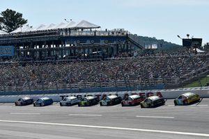 Denny Hamlin, Joe Gibbs Racing, Toyota Camry FedEx Ground, Chris Buescher, JTG Daugherty Racing, Chevrolet Camaro Bush's Chili Beans