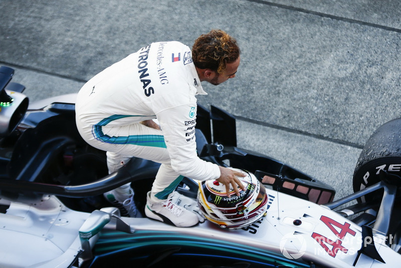 Lewis Hamilton, Mercedes AMG F1 W09, célèbre la victoire