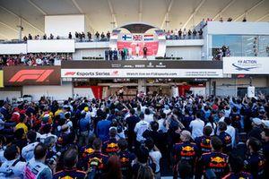 Valtteri Bottas, Mercedes AMG F1, Lewis Hamilton, Mercedes AMG F1, e Max Verstappen, Red Bull Racing, sul podio