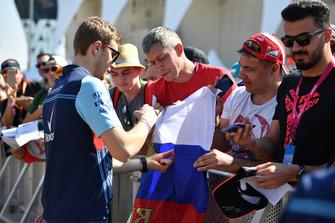 Sergey Sirotkin, Williams Racing signe des autographes
