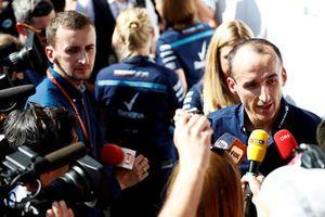 Robert Kubica, Williams Racing, rozmawia z dziennikarzami