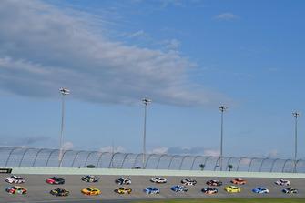 Brad Keselowski, Team Penske, Ford Fusion Discount Tire e Kyle Busch, Joe Gibbs Racing, Toyota Camry M&M's