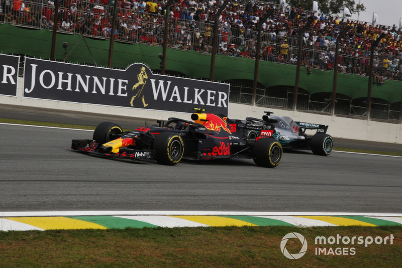 Max Verstappen, Red Bull Racing RB14 y Lewis Hamilton, Mercedes AMG F1 W09 EQ Power+