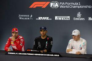 Sebastian Vettel, Ferrari, Lewis Hamilton, Mercedes AMG F1 et Valtteri Bottas, Mercedes AMG F1 en conférence de presse