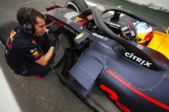 Daniel Ricciardo, Red Bull Racing, waits at the end of the pit lane