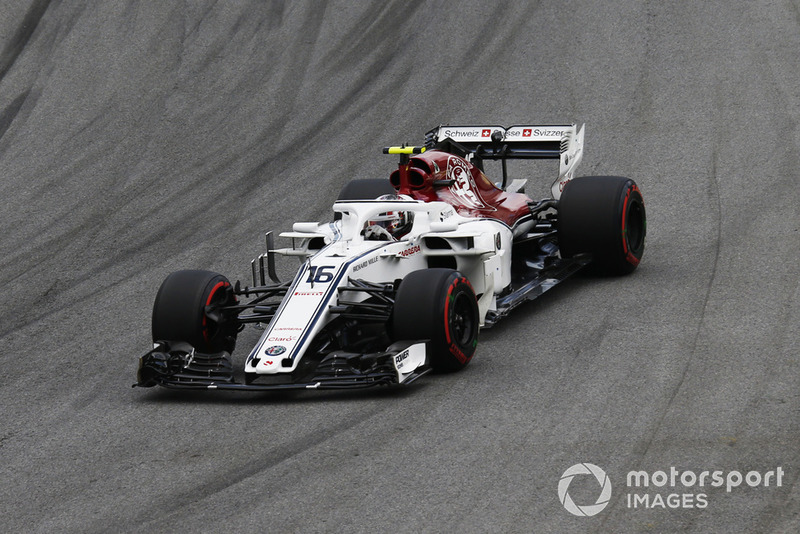 Leclerc stays out on track regardless of rain and books a spot in Q3