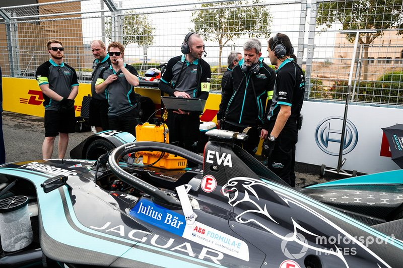 The engineers make final checks to Mitch Evans car, Panasonic Jaguar Racing, Jaguar I-Type 3