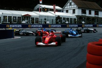 Michael Schumacher, Ferrari F1-2001, takes the lead at the second start whilst Jenson Button, Benetton Renault B201 made a start into second