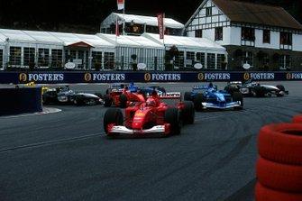 Michael Schumacher, Ferrari F1-2001 voor Jenson Button, Benetton Renault B201