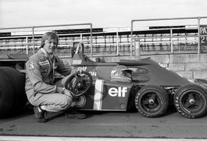 Ronnie Peterson with the six-wheeled Tyrrell P34