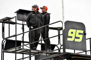 Regan Smith, Leavine Family Racing, Chevrolet Camaro Tommy Williams Drywall