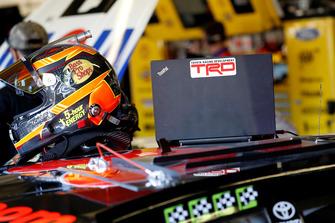 Martin Truex Jr., Furniture Row Racing, Toyota Camry Bass Pro Shops/5-hour ENERGY, helmet