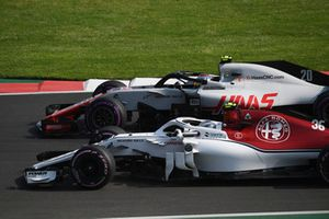 Antonio Giovinazzi, Sauber C37 and Kevin Magnussen, Haas F1 Team VF-18