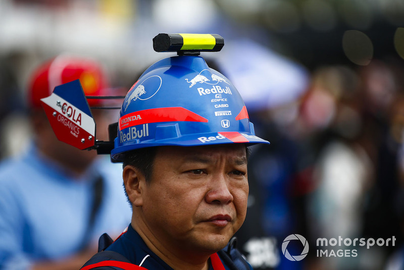 A fan with a custom made Toro Rosso Honda hat