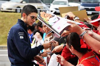 Esteban Ocon, Racing Point Force India F1 Team met de fans