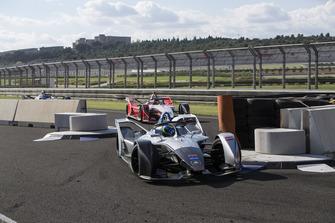 Felipe Massa, Venturi Formula E, precede Pascal Wehrlein, Mahindra Racing, M5 Electro