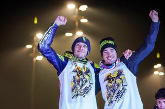 Valentino Rossi y Franco Morbidelli celebran